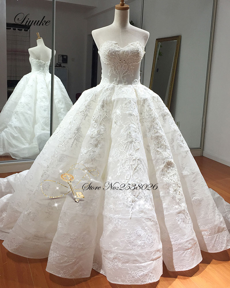 Luxurious Beading Pearls Embroidery Organza Sweetheart Ball Gown Wedding Dress Chapel Train Bridal Dresses Liyuke Wedding Gown