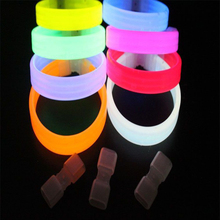 1 x Random Color LED Light Up Bracelet Activated Glow Flash Bangle For Wedding Party Festival Party Hand Light Holiday Light P20