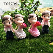 Hot 2Pcs Sweety Lovers Couple Figurines Miniatures Fairy Garden Gnome Moss Terrariums Resin Crafts Wedding Decoration
