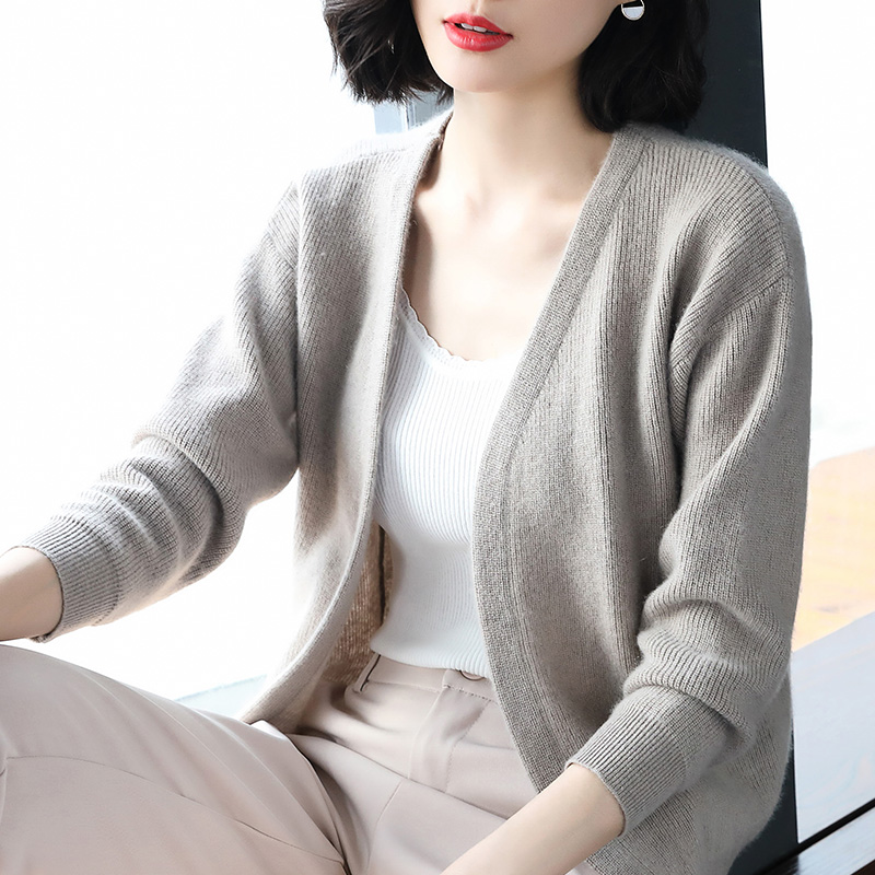 BELIARST Autumn and Winter Warm Wool Cardigan Women V-neck Long-Sleeved Sweater A Slim Warm Wild Knit Bottoming Shirt Large Size