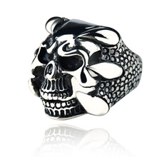 2016 New Punk Rock Mens Biker Rings Vintage Gothic Skeleton Jewelry Antique Silver Dragon Claw Ring Men Skull Rings US Size 8-10