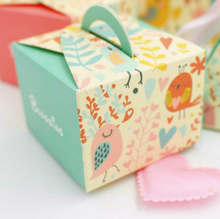 50 pcs Fashion Floral Pink / Light Blue Happy Bird Blessing Wedding Favors Candy Boxes Party Gift Box 6.5*6.5*4.8CM(China)