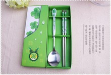 Free Shipping wedding favor gift giveaways Four leafed clover spoons and chopstick in paper box party souvenir 100set/lot(China)