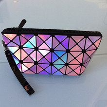 New fashion trend triangular geometric diamond lattice laser clutch women portable splicing rhombus mirror sequins folding bag(China)