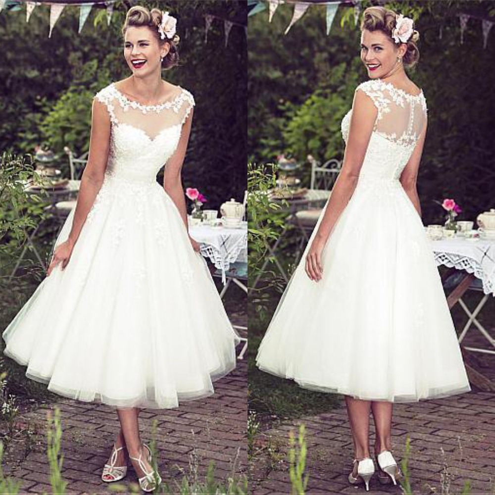 Alluring Tulle Scoop Neckline Tea-length A-line Wedding Dress With Lace Appliques Plus Size Bridal Gowns Short Wedding Dress