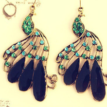 2017 New Fashion Hot-Selling Peacock Drop Earrings Bronze Retro Punk Dange Earring Green Animale Ear Drop Hook Feather 66E558