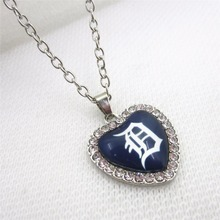 10pcs/lot Heart MLB Detroit Tigers Necklace Jewelry pendants With 50cm Chains Baseball Sports Necklace Jewelry Charms