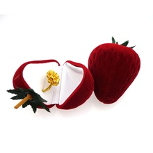 1 pcs Brand New Strawberry Form Velvet Ring Storage Case Jewelry Box Ring Protector Flocking Gift Box