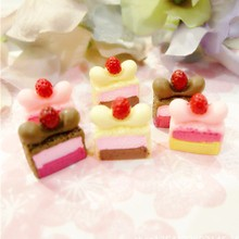 20pcs/lot Flatback Resin Cabochons Simulation Food Strawberry Cake Model Dollhouse Miniature Decoration Artificial Cake DIY