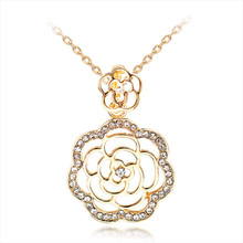 SHOWTRUE 2017 New Statement Gold Color Crystal Rose Flower Necklaces & Pendants for Women Gifts Fashion Necklace Jewelry(China)