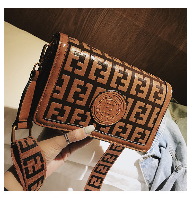 2019 Of The Small Square Fashion Women's vintage Shoulder Bag Shoulder Bag Messenger Bag Mobile Phone Bag Brand original design 23 Online shopping Bangladesh
