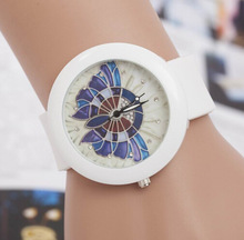 New Arrival Fashion Butterfly Flower Crystal Soft Rubber Silicone Strap Quartz Wristwatches Watch for Women Ladies White
