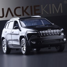 High Simulation Exquisite Diecasts & Toy Vehicles Caipo Car Styling Domineering Jeep Grand Cherokee SUV 1:32 Alloy Diecast Model