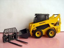 1:25 Komatsu SK1026 Skid Steer Loader toy(China)
