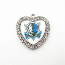 10pcs Crystal Heart Dallas mavericks Basketball Team Dangle Charms DIY Bracelet Necklace Jewelry Sports Hanging Charm