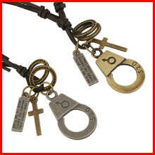 China Wholesale Latest Design Handcuffs Pendant Necklace with Adjustable Long Leather Cord Fashion Necklace