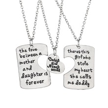 "3pcs Keychain Father Mother Daughter Special Gift Jewelry ""daddy's girl mama's world"" Carving Family Love Pendant Necklaces"