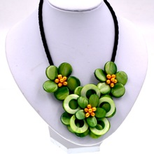 Yellow freshwater pearl and green shell flower chokers necklace for womens(China)