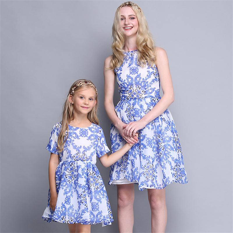 High-grade Fashion mother daughter dresses 2017 New Blue and white porcelain mother and daughter clothes Family Matching Outfits<br>