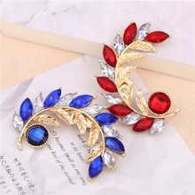 5.7cm Gold large brooches wedding jewelry leaf design big Red/Blue Glass brooch for women winter dress bijuterias acessorios(China)