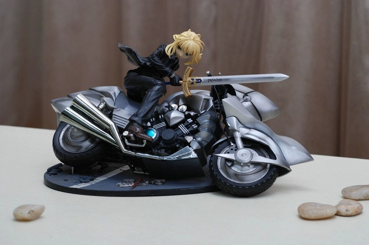 High Quality!!! Japanese Anime Fatezero Saber Suit and Motored Elegent Garage Kits Action Figures Models Classic toys<br>