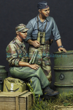 Free Shipping 1/35 Scale Unpainted Resin Figure WWII German armored force  just 2 FIGURES