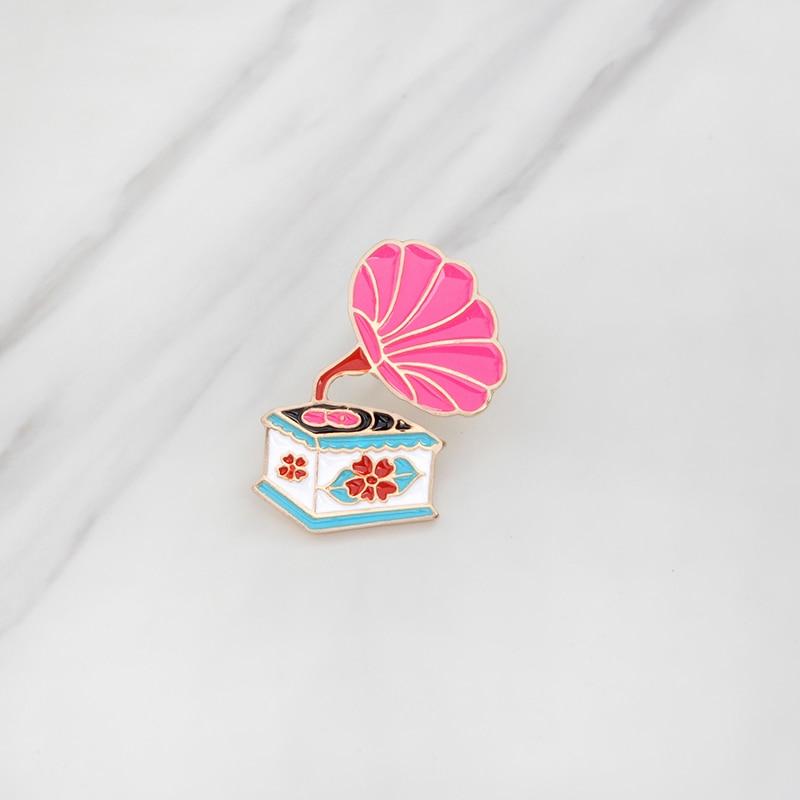 QIHE-QH-GIOIELLI-Spille-pins-Rosa-retro-fonografo-spille-distintivi-spilli-Per-abbigliamento-zaini-regali-Creativi