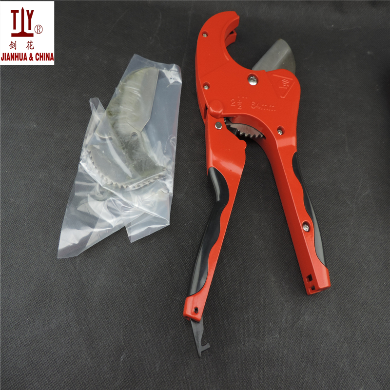 Free shipping with a free blade 617g plastic Pipe Cutter Stailess Steel Blade Scissors Max Cut 64mm Easy For PVC PU PP-P PE<br>