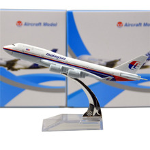 MALAYSIA AIRLINES SYSTEM BERHAD B747- 400  16cm model airplane kits child Birthday gift plane models toys  Christmas gift