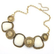 Vintage Geometric Square Pendant Decoration Short Chokers Necklace 3 Colors Statement Women Retro Party Necklace
