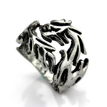 MeMolissa New Punk Rock Mens Biker Rings Vintage Gothic Skeleton Jewelry Antique Silver Dragon Claw Ring Men Skull Rings