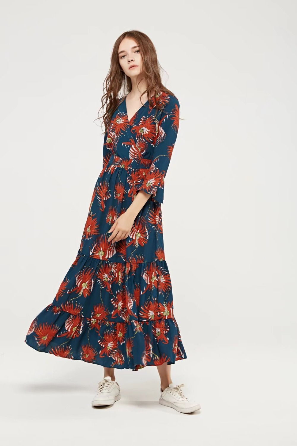 Free casual women European style v-neck long-sleeved printed dress summer sexy dress Bohemian