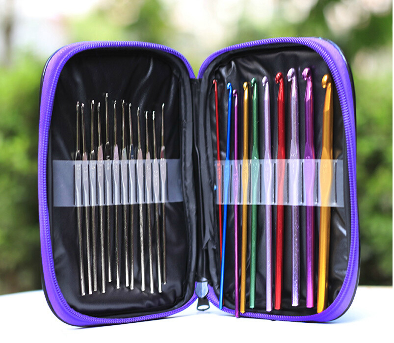 1 set Crochet hook Bearded needle Latch needle Weaving tools Colorized & silver metal knitting needle + Leather sheath ZL7300(China)