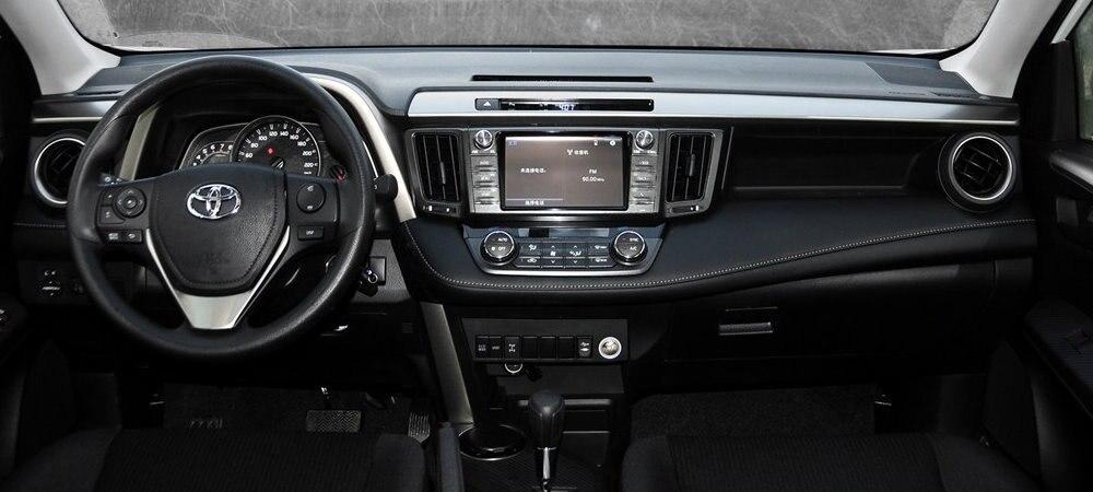 Toyota-RAV4-2015-interior-2-s