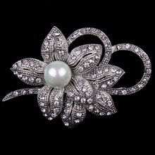 Vintage Style Simulated Pearl and Crystal Diamante Flower Brooch Pins in Silver color