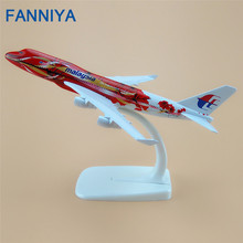 FANNIYA 16cm Red Flower Air Malaysia Airlines Boeing B747 400 Airways Plane Model Airplane Model w Stand Aircraft Craft Gift