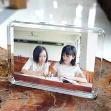 3.5'' 82x56mm Thickness 8+8mm Acrylic Magnet Photo Frame Four Corners Arc Design Creative Crystal Picture Frame Bedroom Decor(China)