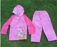 (4 Pcs/Lot) New Cute Hello Kitty Mickey Cartoon 3~12 Years Children's Raincoat Sets(China)