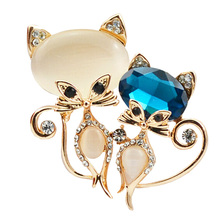 KUNIU 2017 Hot Item Cute Multi-Color Cat Brooches Fashion Accessories Lady Formal Occasion Brooch Jewelry Gift(China)