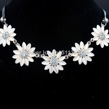 Free shippingWholesale 2014 new design cat eye stones sunflower shaped Statement necklaces & pendants fashion jewelry for woman(China)