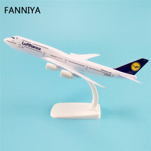 20cm Metal Model Airplane Germany Air Lufthansa Airlines Boeing 747 B747 Airways Plane Model W Stand Aircraft Kids Gift(China)