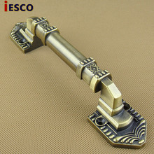 With the hand in hand retro European classical antique door handle door handle antique bronze handle