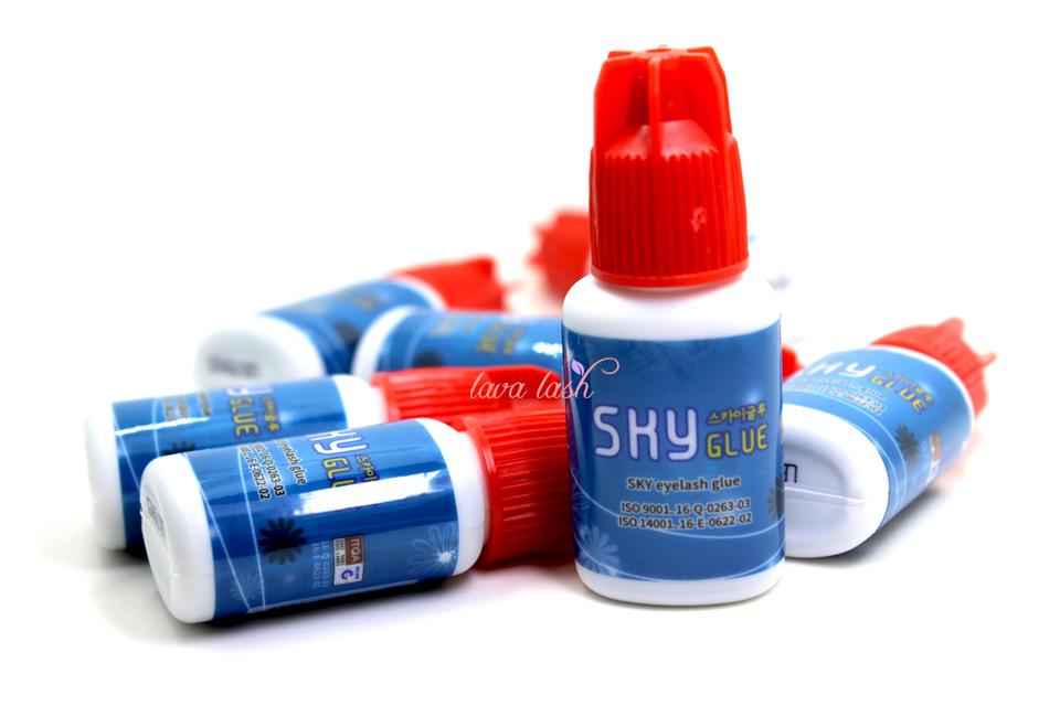 eyelashes sky glue red cap