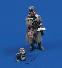 Free Shipping 1/35 Scale Unpainted Resin Figure WWII Soviet infantry division officer(China)