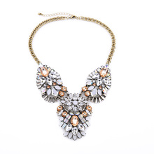 Charming Crystal Geometric Luxury Necklace Wholesale Famous Brand Jewelry Mother Gift Pendant Necklace