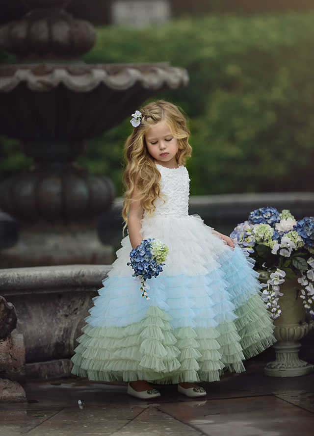 Ball Gown Round Neck  Tulle Flower Girl Dress with Appliques Girls First Communion Dress Sleevesless Custom Made Outfits HW2164