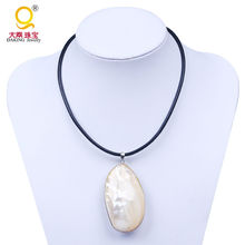Unique freshwater shell genuine leather necklace mother of pearl pendant necklace large oval shell choker necklace(China)