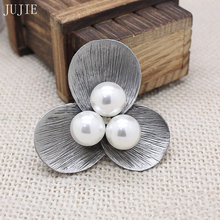 JUJIE Simulated-Pearl Flower Pins Brooch For Women  Antique Silver Vintage Clover Brooch Pins Unique Design Pendant Broche Gifts