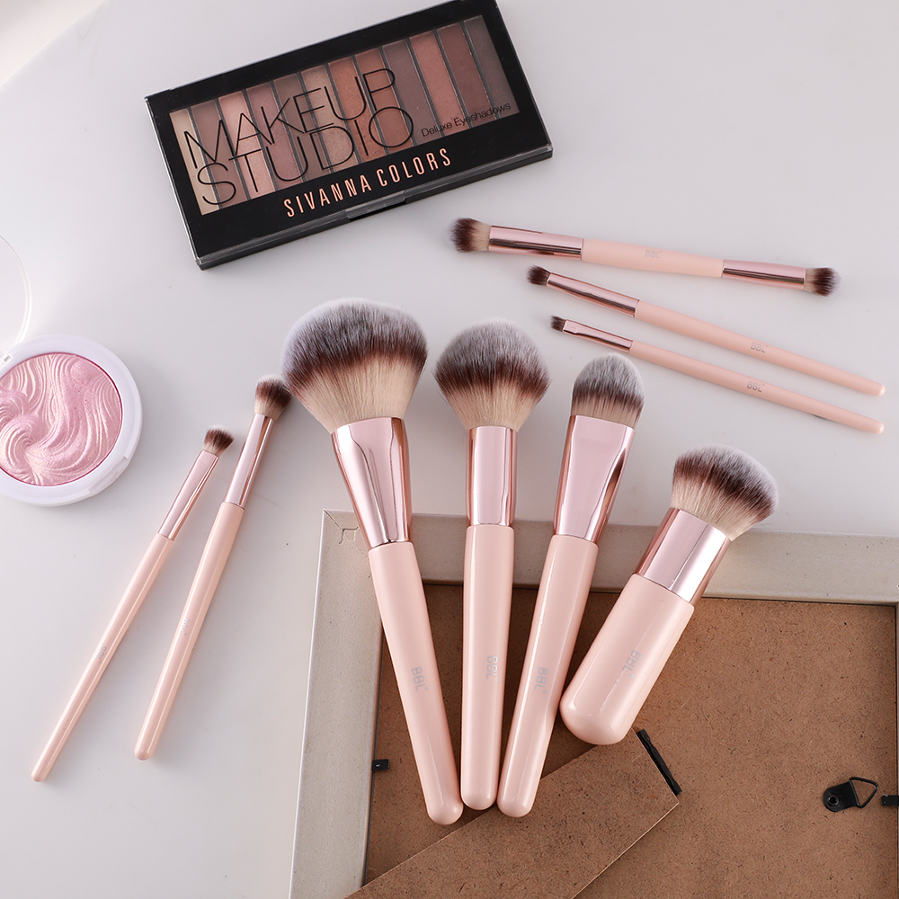 Kabuki Foundation Makeup Brush 25