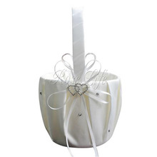 White Flower Girl Baskets for Wedding Favors Basket Bridesmaid Petal Basket Wedding Accessories